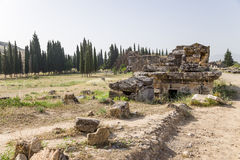 希拉波利斯,土耳其 石棺和坟茔在大墓地 免版税图库摄影