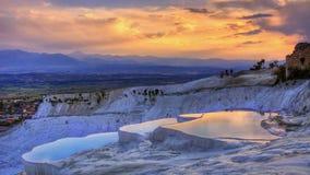 从希拉波利斯,棉花堡,代尼兹利,土耳其的日落 免版税图库摄影