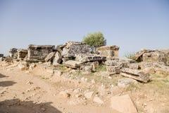 希拉波利斯(棉花堡),土耳其 古老大墓地的考古学站点 库存照片