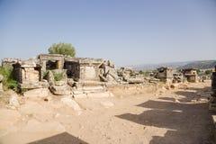 希拉波利斯(棉花堡),土耳其 坟墓的挖掘在古老大墓地 免版税图库摄影