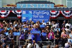 总统希拉里・克林顿出席'出去表决'集会, L 库存图片