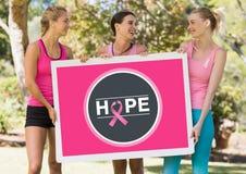 希望拿着卡片的象和桃红色乳腺癌了悟妇女 免版税库存图片