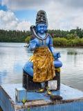 希瓦,毛里求斯雕象一个印度寺庙盛大水池的 免版税库存照片