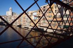 希罗纳老镇从埃菲尔桥梁的 免版税库存图片