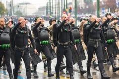 希腊军队的战士在希腊的美国独立日的期间是一每年国庆节 免版税库存照片