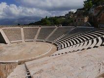 希腊圆形剧场在伯罗奔尼撒 免版税库存照片