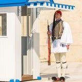 希腊士兵Evzones (或Evzoni)在正式的制服穿戴了, 图库摄影