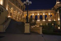 希腊大厦nightscene 免版税库存照片
