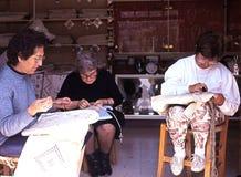 希腊妇女鞋带制造,塞浦路斯 免版税库存图片