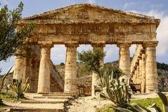 希腊寺庙在古城Segesta,西西里岛 图库摄影