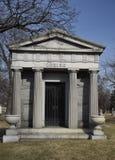 希腊寺庙样式陵墓 免版税图库摄影