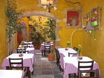 希腊小酒馆在干尼亚州镇 库存照片