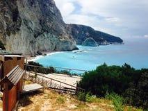 希腊山和海滩 库存照片