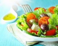 希腊希脂乳和橄榄沙拉 免版税库存图片