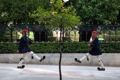 希腊总统护卫队, Evzones,游行在希腊总统府前面 库存照片
