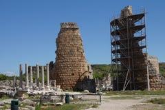 希腊文化的门的塔 库存照片