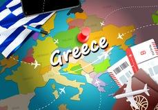 希腊旅行概念与飞机,票的地图背景 参观希腊旅行和旅游业目的地概念 在地图的希腊旗子 库存例证