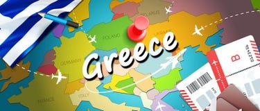 希腊旅行概念与飞机,票的地图背景 参观希腊旅行和旅游业目的地概念 在地图的希腊旗子 皇族释放例证