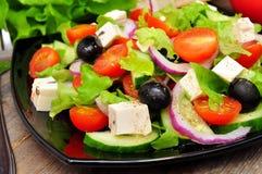 希腊沙拉和叉子 免版税库存照片