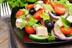 希腊沙拉和叉子 免版税库存图片