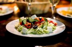 希腊沙拉在晚上 免版税库存图片