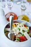 希腊沙拉的版本(用鸡蛋) 库存照片