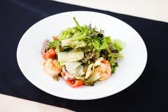 希腊沙拉虾 库存照片