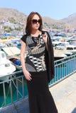 希腊海岛的时尚女孩 图库摄影