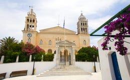 希腊海岛Agia Triada教会在Lefkes村庄帕罗斯岛海岛 库存照片