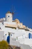希腊海岛oia santorini风车 免版税库存照片