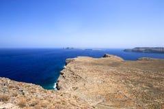 希腊海岸,希腊海岛的岩石海岸的图片 免版税库存照片