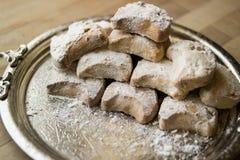 从希腊的卡瓦拉曲奇饼一个银色盘子的 免版税图库摄影