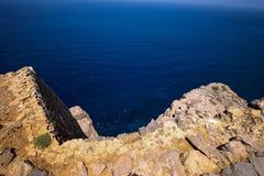 希腊的岩石海岸 免版税图库摄影
