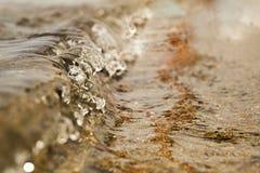 希腊的海岸的庄严波浪 免版税库存照片