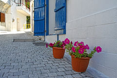 希腊的美丽的白色街道 图库摄影