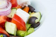 希腊素食沙拉用红洋葱 免版税库存照片