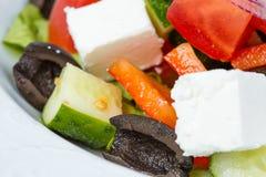 希腊素食沙拉用黑橄榄 库存图片