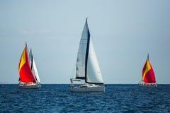 希腊航行在海的游艇小船 豪华巡航乘快艇 免版税库存照片