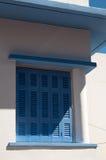 希腊蓝色视窗快门 免版税库存图片