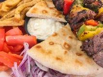 希腊食物在餐馆 免版税库存照片