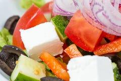 希腊饮食沙拉用黑橄榄 免版税库存照片
