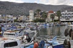 希腊,克利特,街道,狭窄,处理,美丽如画的码头在市Elunda (Elounda) a.gretion,克利特 库存照片