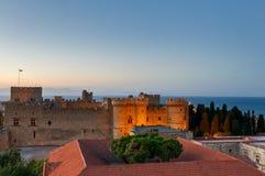 希腊,罗得岛-大师的7月12日宫殿在日落的2014年7月12日在罗得岛,希腊 免版税库存图片
