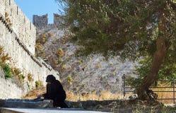 希腊,罗得岛- 7月12在2014年7月12日的老镇在罗得岛,希腊 库存照片