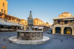 希腊,罗得岛- 2014年7月13日的7月13日喷泉Sidrivani在罗得岛,希腊 免版税库存照片