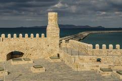 希腊-2017年11月:老威尼斯式堡垒Koule在太阳集合的,克利特伊拉克利翁 免版税图库摄影