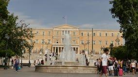 希腊5月30日2016年雅典, 在结构体正方形的希腊议会大厦-跟随focu 股票录像