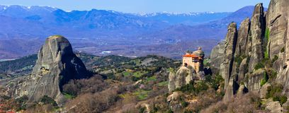 希腊-有垂悬的修道院的ov独特的迈泰奥拉的地标 免版税库存照片