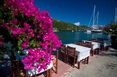 希腊-由海的大阳台 免版税库存照片