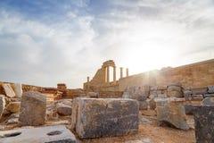 希腊 罗得斯 Lindos上城 多立克体专栏古庙雅典娜Lindia IV世纪和BC海湾St 库存照片
